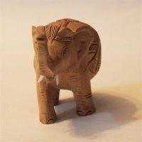 Elefant aus Holz, geschmückt, Rüssel hoch,...