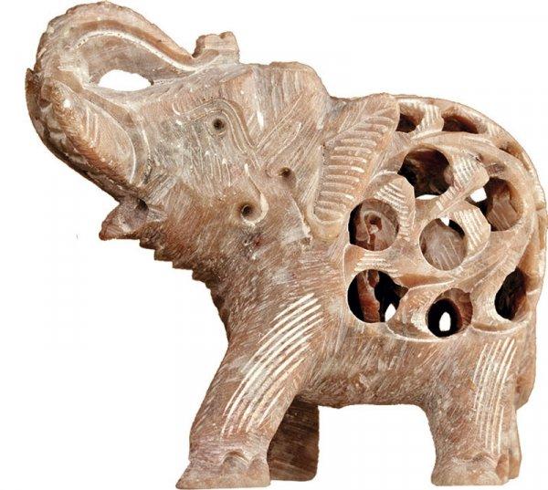 Babyelefant in Elefant aus Speckstein, Rüssel hoch, 7,5 cm