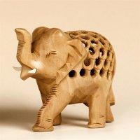 Babyelefant in Elefant aus Holz, Rüssel hoch, 7,5 cm